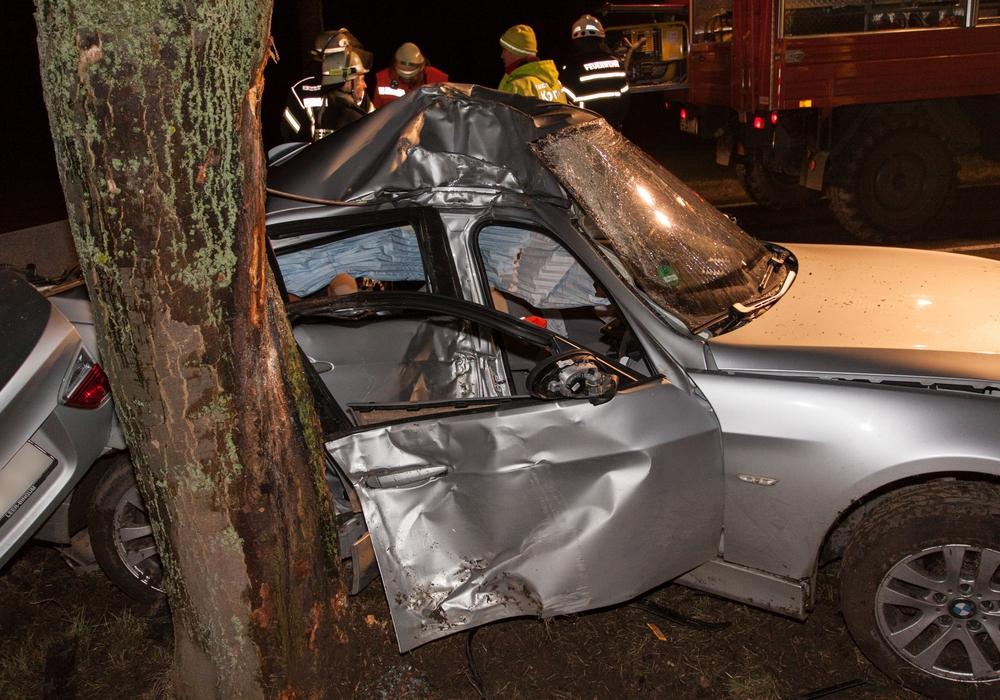 Für den 45-jährigen Fahrer kam jede Hilfe zu spät. Fotos: Rudolf Karliczek