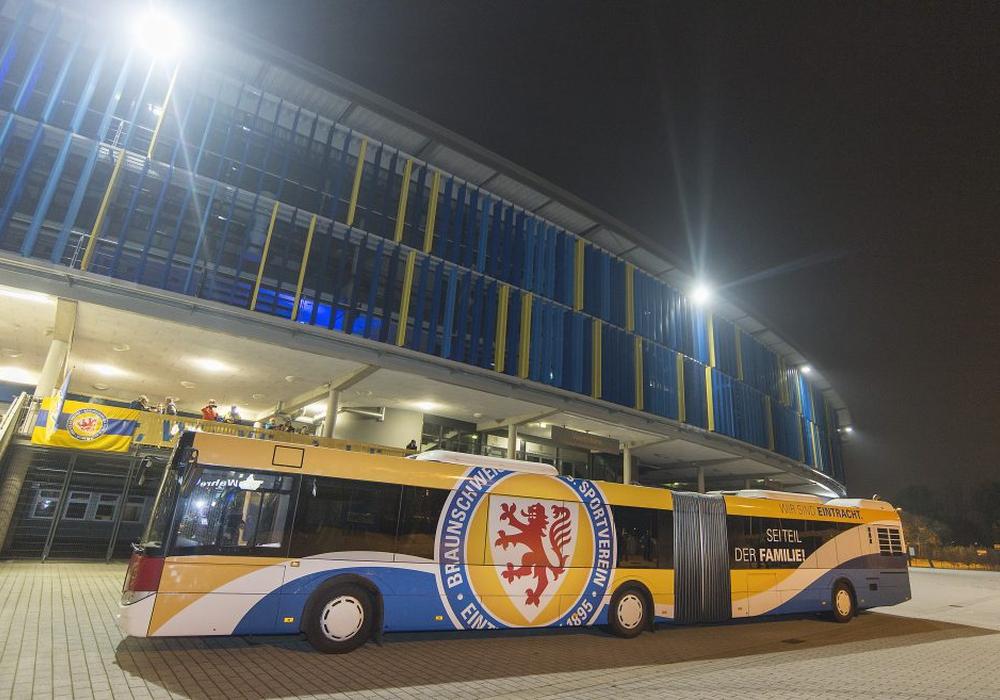 """Der kleine Bruder des """"Löwenkäfigs"""": Der neue Eintracht-Linienbus. Foto: imagemoove"""