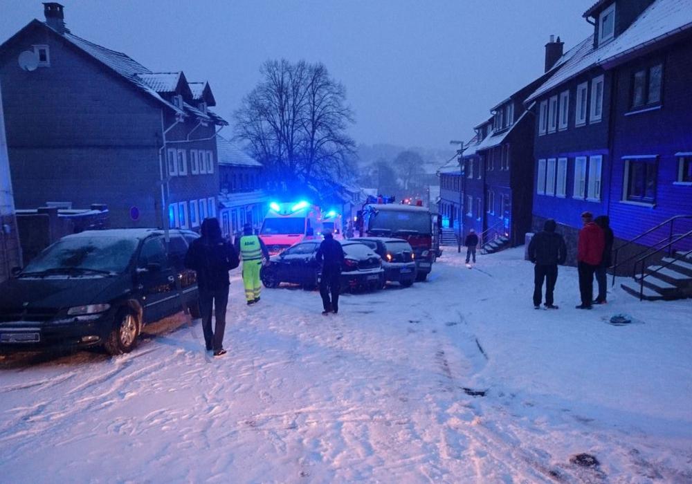 Verkehrsunfall auf der winterglatten Osteröder Straße in Clautshal-Zellerfeld Fotos: Rettungsdienst