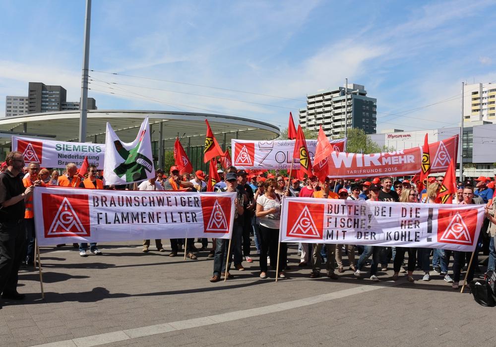 Die IG Metall zeigt nicht nur bei den Streiks Solidarität. Foto: Robert Braumann
