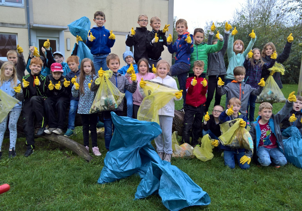 Die Grundschule Flechtorf half auch tatkräftig mit. Foto: Gemeinde Lehre