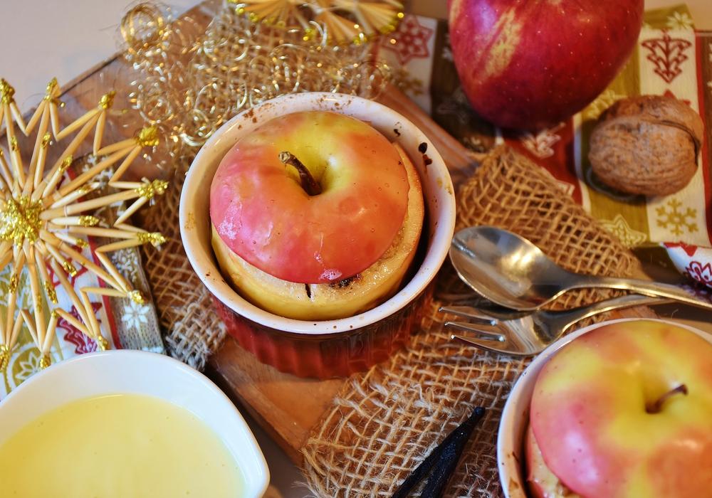 Beim Treffen des Demenzcafés gibt es Bratäpfel und alkoholfreien Punsch. Symbolbild: pixabay