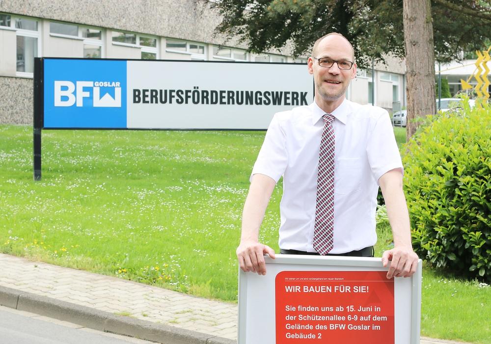 Oliver Bossow, Vize-Chef der Arbeitsagentur, vor dem BFW-Gebäude in Goslar. Foto: BfA Goslar