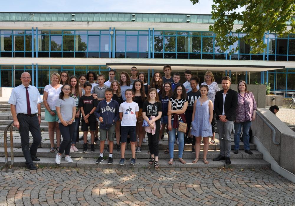 Bürgermeister Ingolf Viereck empfängt die Schülergruppe aus Frankreich. Foto: Stadt Wolfsburg