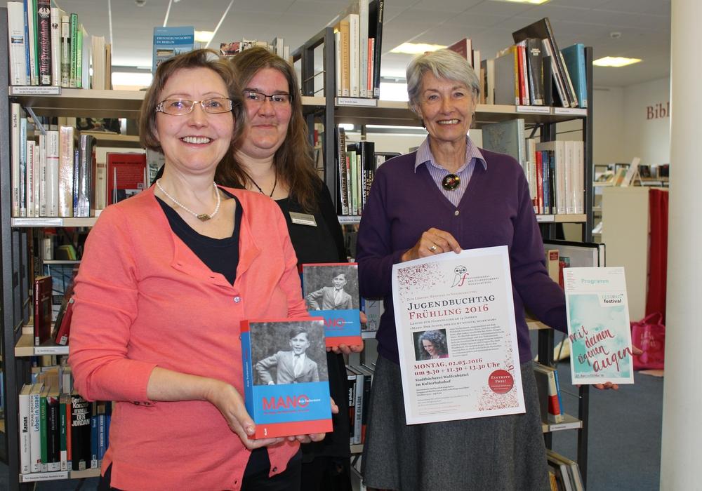 Ille Schneider, Meike Buthmann und Gabriele Drewes vom Freundeskreis der Stadtbücherei, Foto: Jan Borner