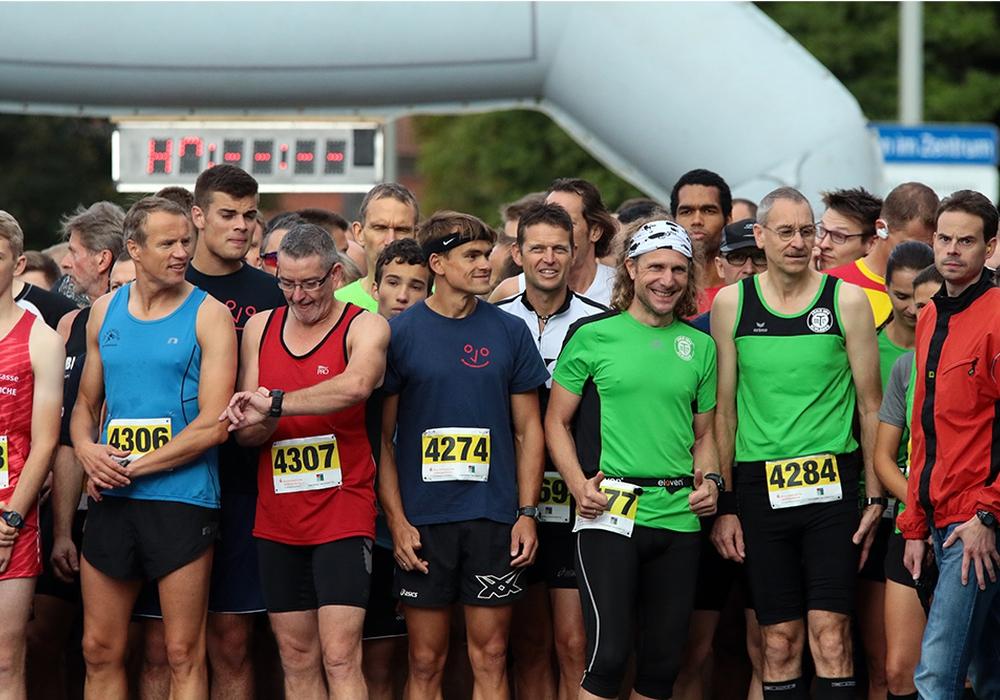 Die Läufer warten auf ihr Startsignal. Foto: Frank Vollmer