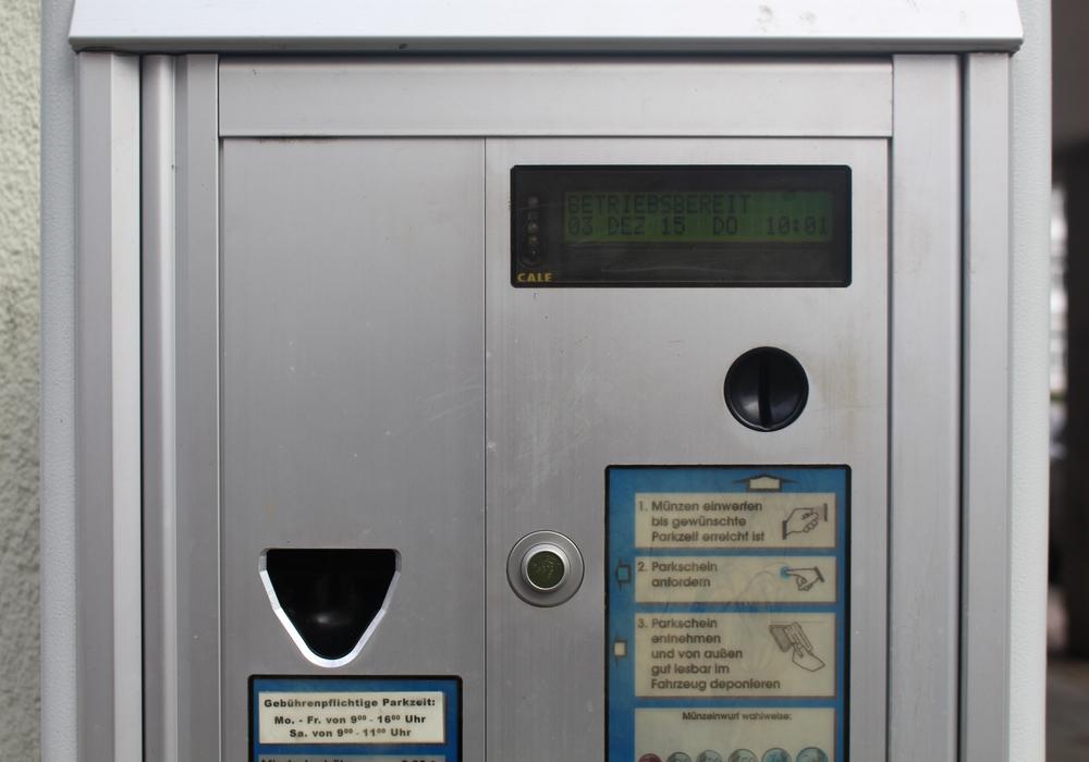 Die Parkautomaten müssen noch umgestellt werden. Symbolfoto: Jan Borner