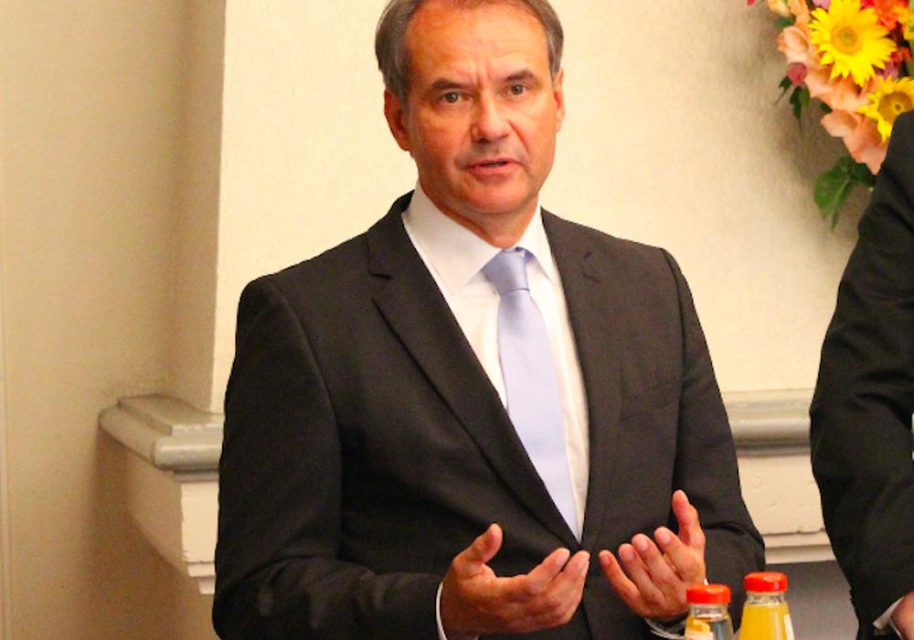 Braunschweigs Oberbürgermeister Ulrich Markurth ist stolz auf die Eintracht. Foto:  Max Förster