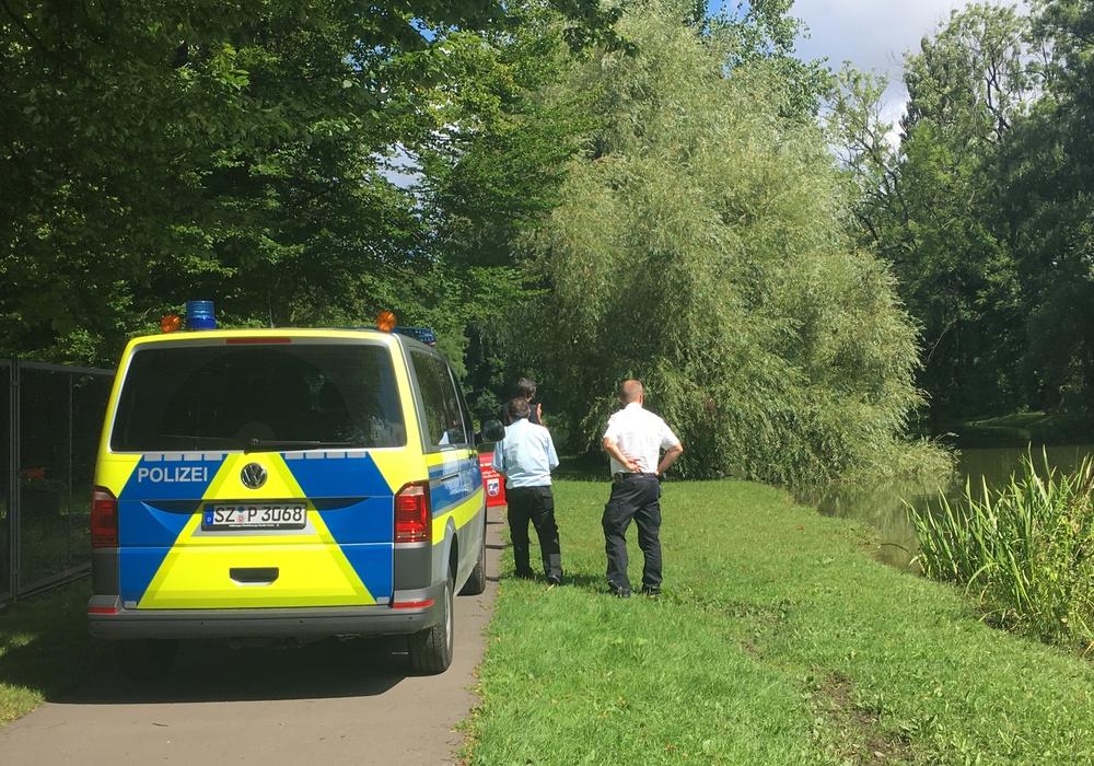 Polizei und Feuerwehr waren schnell vor Ort. Foto: Nick Wenkel