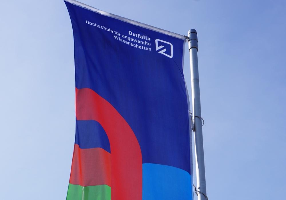 Fahne der Ostfalia Hochschule. Foto: Ostfalia