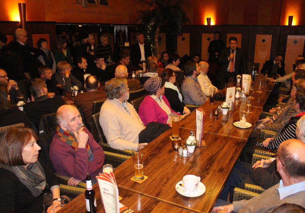 Vize-Kanzler Sigmar Gabriel kehrte am Freitagabend zu einem Bürgergespräch in die Butterhanne. Fotos: Anke Donner