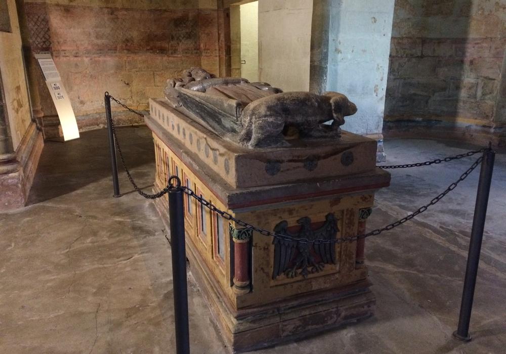 Heinrich III. hatte sein Herz an Goslar verloren. Passend dazu w urde sein Herz in Goslar bestattet, w ährend sein Körper in Speyer die letzte Ruhe fand. Fotos: Stadt Goslar
