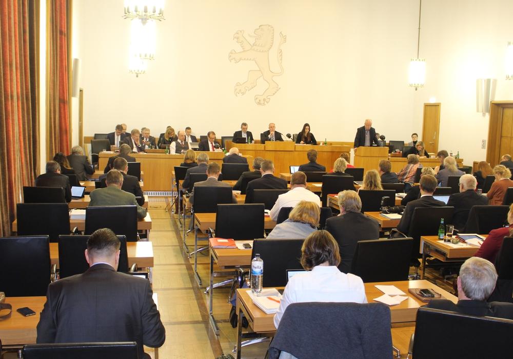 Der Rat der Stadt stimmte nach mehrstündiger Debatte dem Haushalt für 2018 zu. Foto: Alexander Dontscheff