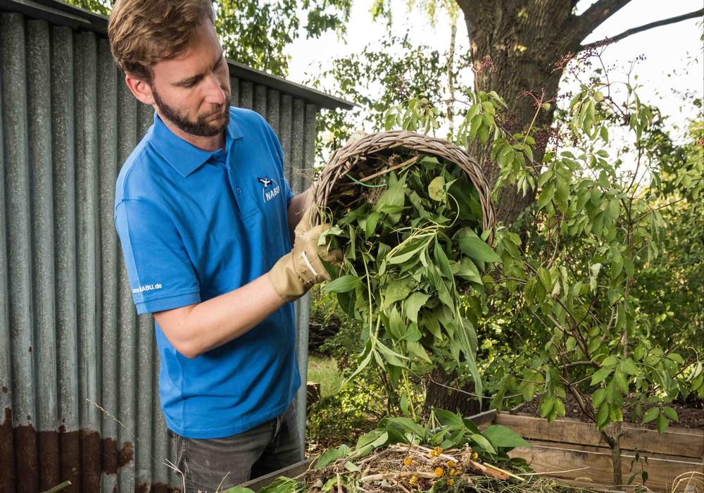 Kompost im Garten ist die bessere Alternative. Foto: NABU/ Sebastian Hennigs