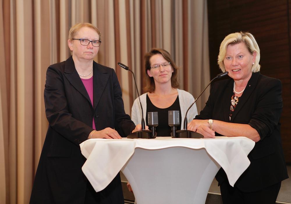 Annette Karstedt-Meierrieks, Dr. Britta Alexandra Mester, Barbara Thiel. Foto: IHK