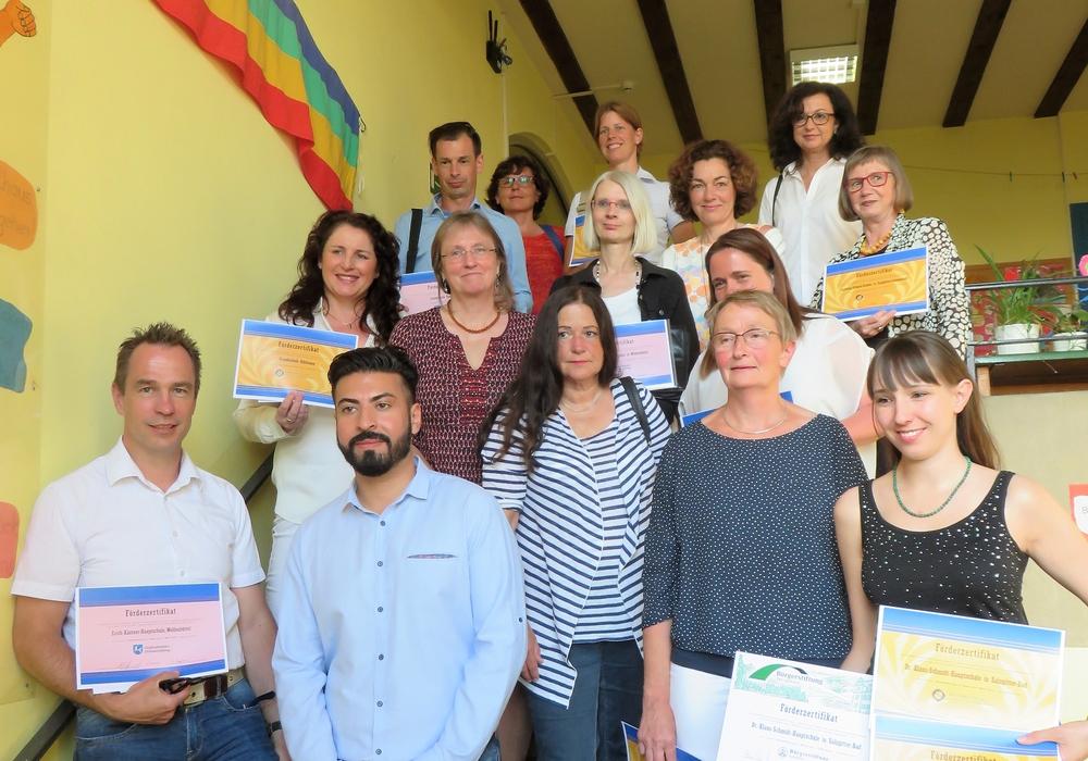 Schulleiter/Projektverantwortliche nach der Preisübergabe in der Grundschule Othfresen. Foto: Privat