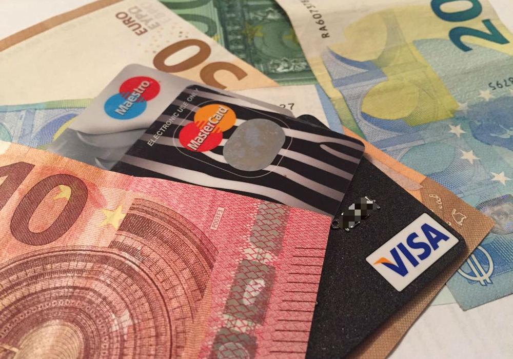 Die Kartenzahlung wird oft und gerne genutzt. Doch nicht alle Händler machen mit. Warum das so ist, erklärt die Volksbank BraWo. Symbolfoto: Anke Donner