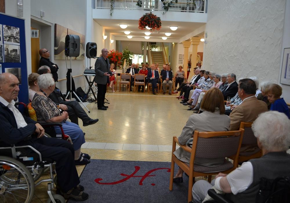 In der Seniorenwohnanlage St. Hedwig wurde das 25.jährige Bestehen gefeiert. Foto: Sabine Moser