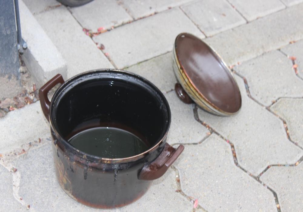 Ein Topf mit angebranntem Essen löste den Feueralarm aus. Symbolfoto: Anke Donner