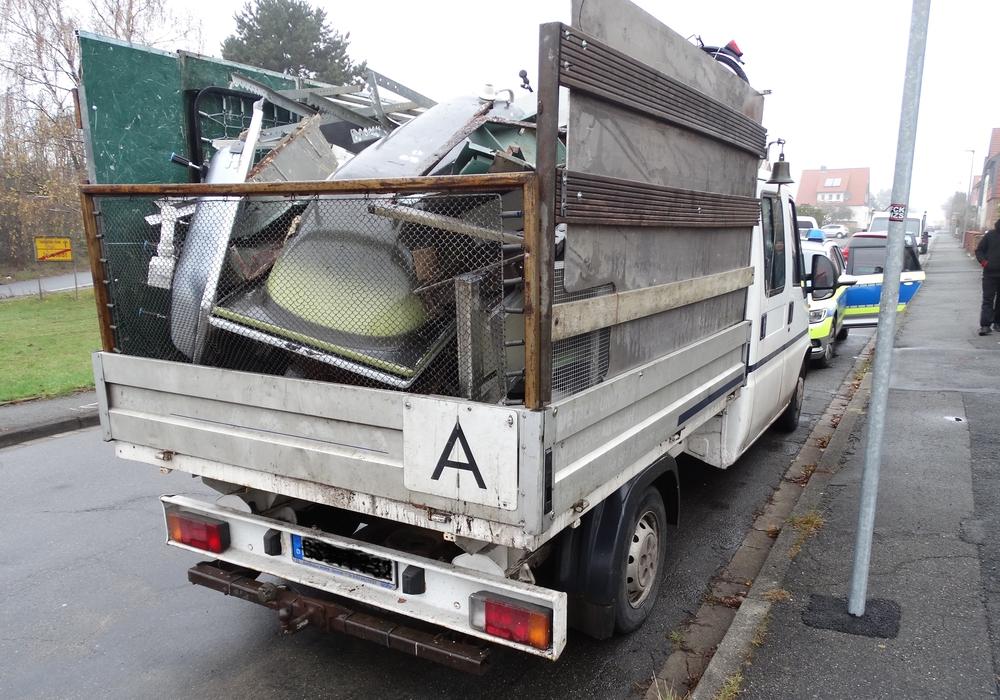Überladener Kleintransporter eines Goslarer Altmetallsammlers. Foto: Polizei