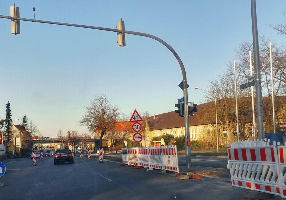 Bald ist auf der Okerstraße wieder freie Fahrt. Foto: Alexander Panknin
