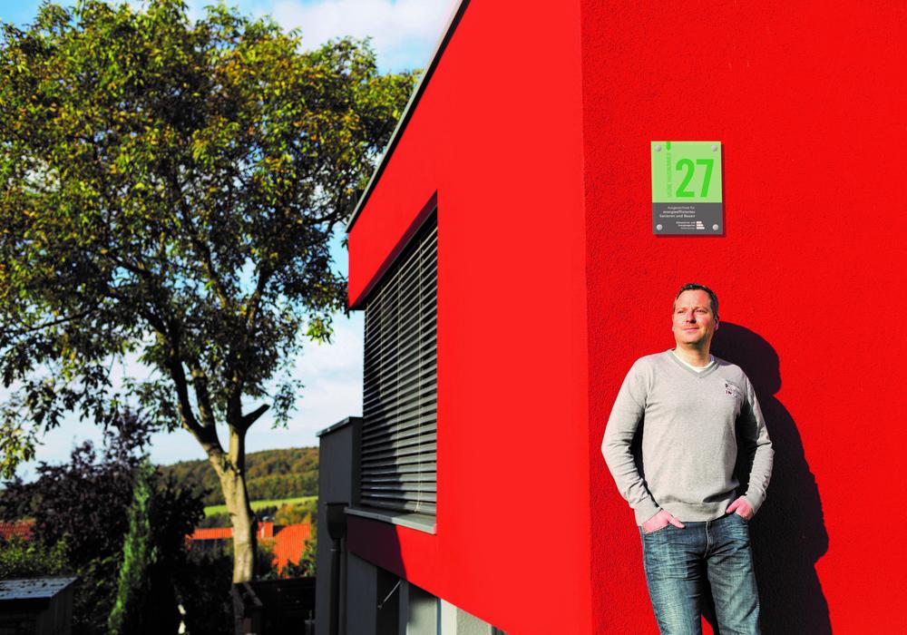 """Die """"Grüne Hausnummer"""" wird an besonders umweltbewusste Haushalte vergeben. Foto: Landkreis Peine"""