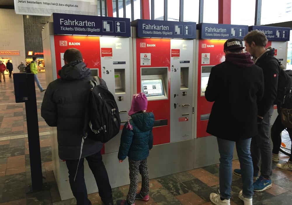Die Schüler fordern die Einführung einer Monatskarte für 20 Euro. Symbolfoto: Archiv