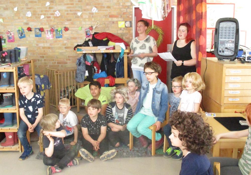 Die Kinder stellten zum Abschied ein tolles Programm auf die Beine. Fotos: Samtgemeinde Elm-Asse