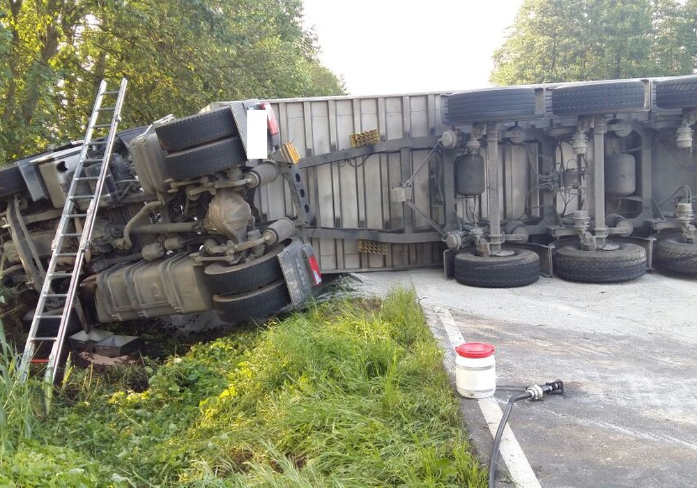 Die Polizei erhofft sich Informationen zu dem am Unfall beteiligten Traktorfahrer. Foto: Andreas Meißner