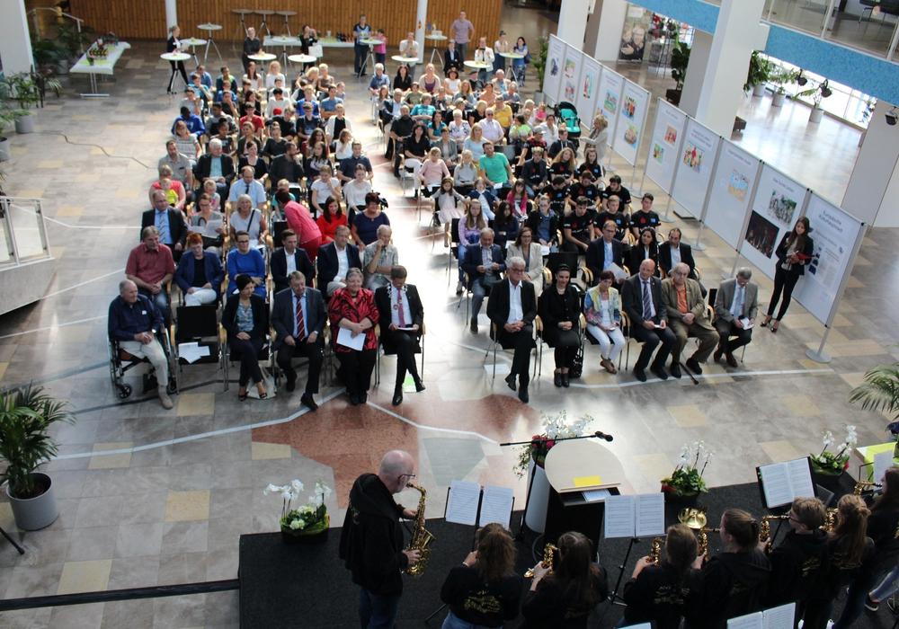 """Mit der Eurovisionshymne """"Te Deum"""" eröffnete die Europaschule Ratsgymnasium die Veranstaltung. Foto: Sandra Zecchino"""