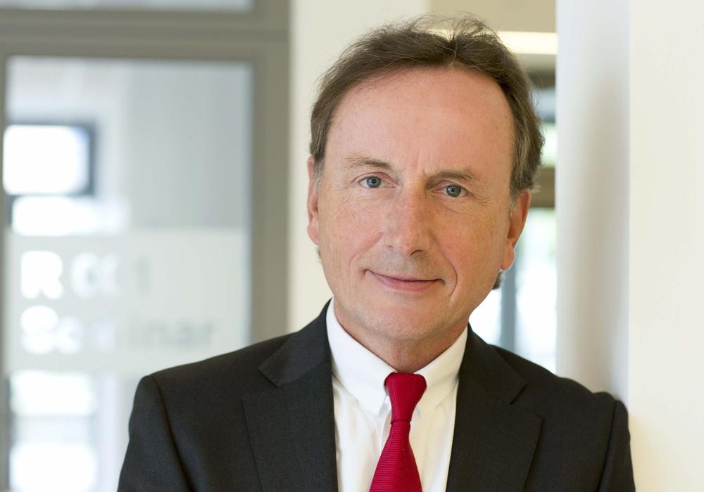 Prof. Dr. Mathias Pierson weiß, wie sich Marken schützen lassen. Foto: Ostfalia