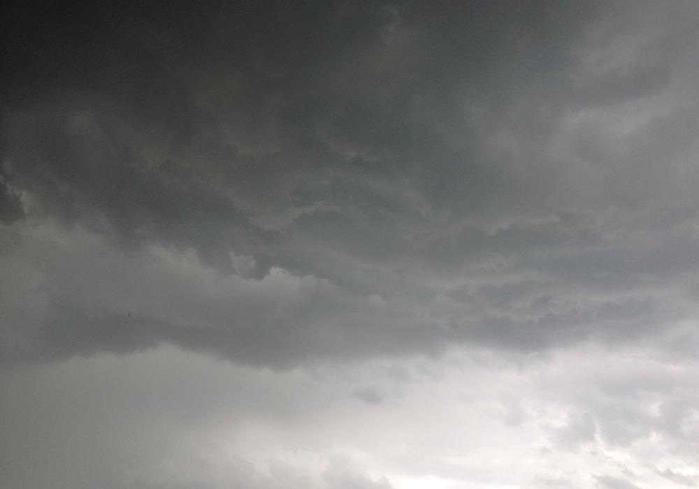 Dunkle Wolken ziehen auf. Foto: Werner Heise