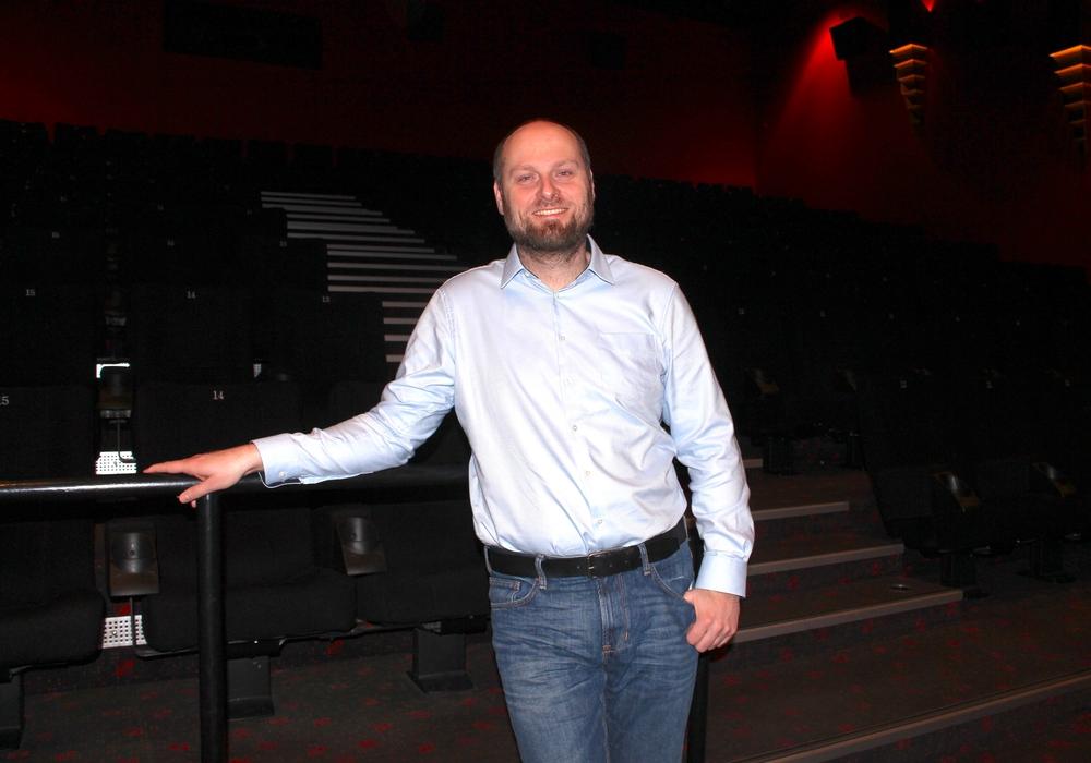 Theaterleiter Timo Degendorfer schaut optimistisch auf das kommende Kinojahr. Foto: Alexander Dontscheff