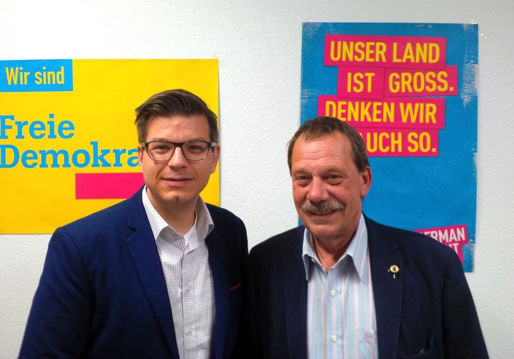 Björn Försterling und Fraktionskollege Thomas Fach (v. li.) setzten sich auch für den Erhalt der Förderschule ein. Foto: FDP