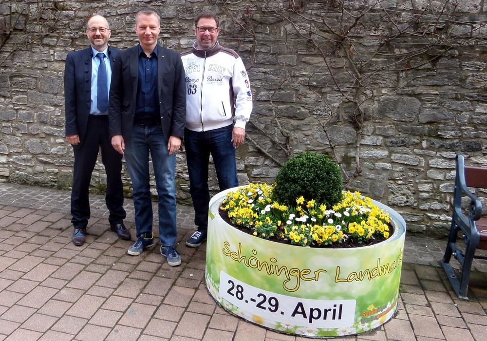 Michael Schröder (Schöninger Werbegemeinschaft), Maik Albrecht (City-Manager Schöningen) und Frank Schulze (Schöninger Werbegemeinschaft) Foto: Schöninger Werbegemeinschaft