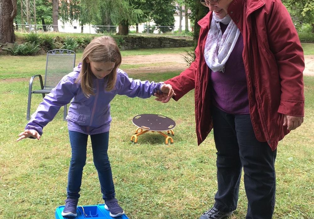 Kinder und Senioren stehen im ständigen Austausch. Fotos: Evangelische Stiftung Neuerkerode