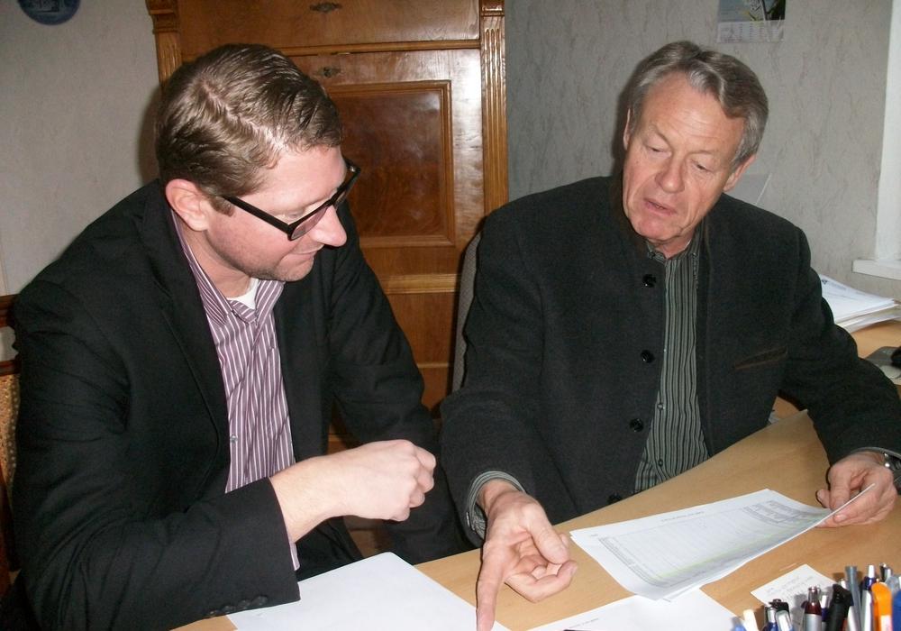 Marco Kelb (links) und Dr. Manfred Bormann setzten sich für eine Verstärkung und Entwicklung der Ortsmitte Sickte ein. Foto: Privat