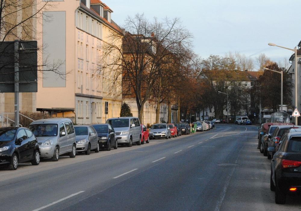 Einst war es auf der  Schillstraße relativ ruhig. Doch der Verkehr wird zukünftig von der Helmstedter Straße hierhin verlagert. Foto: Archiv