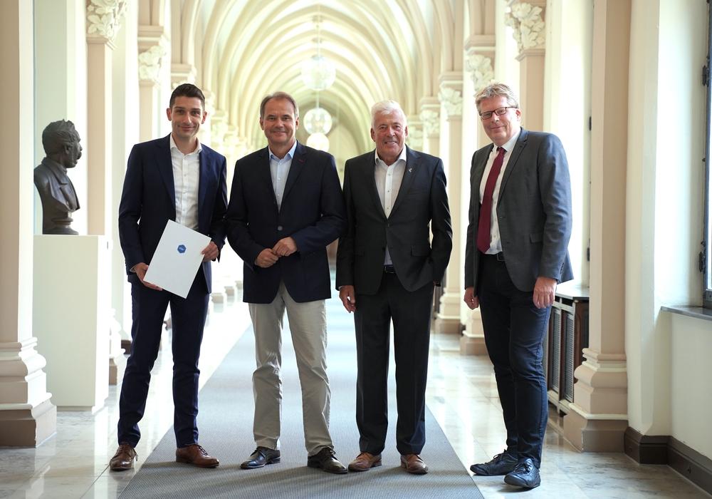 Florian Bernschneider, Ulrich Markurth, Martin K. Burghartz und Heinz-Georg Leuer (v. li.). Foto: Arbeitgeberverband Region Braunschweig e.V.