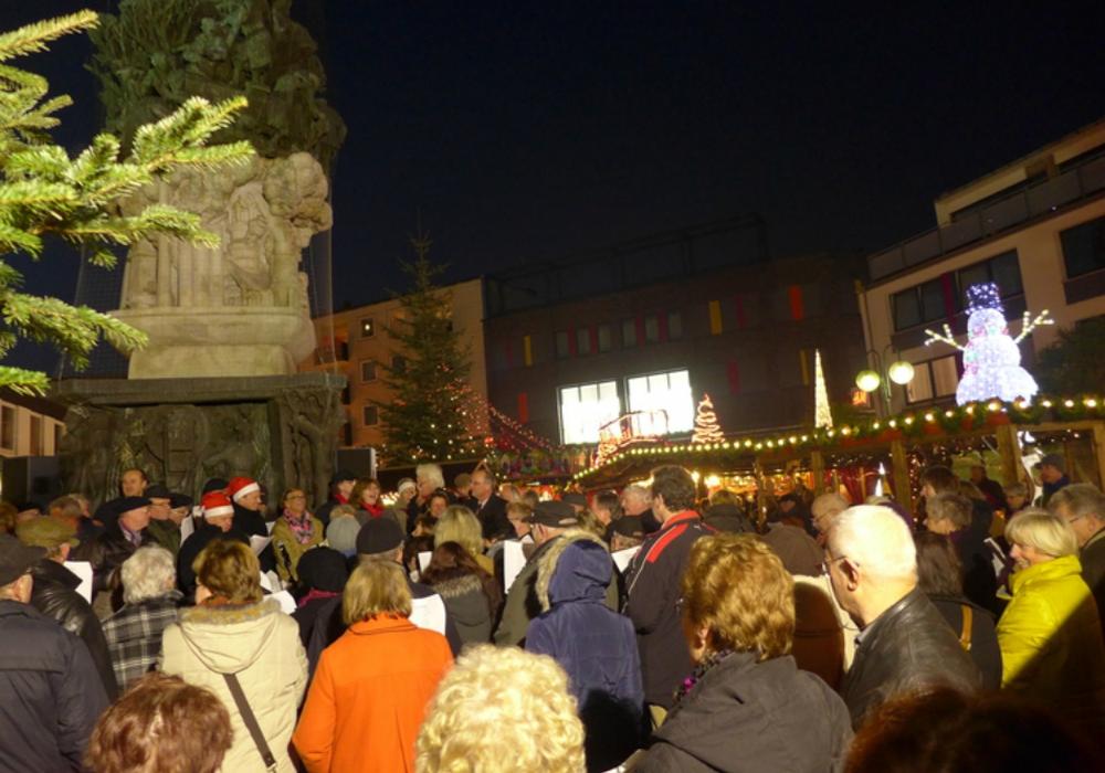 Weihnachtsliedersingen am Stadtmonument. Foto: Stadt Salzgitter