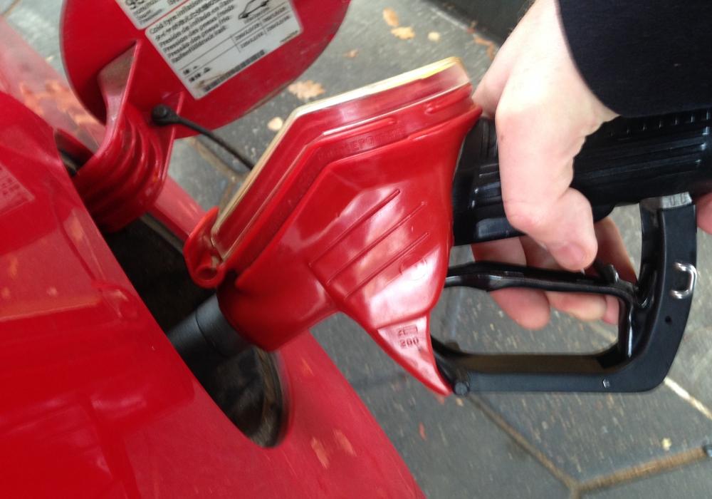 Zwei Autofahrer haben gestern ihre Tankfüllung nicht bezahlt. Symbolfoto: Robert Braumann