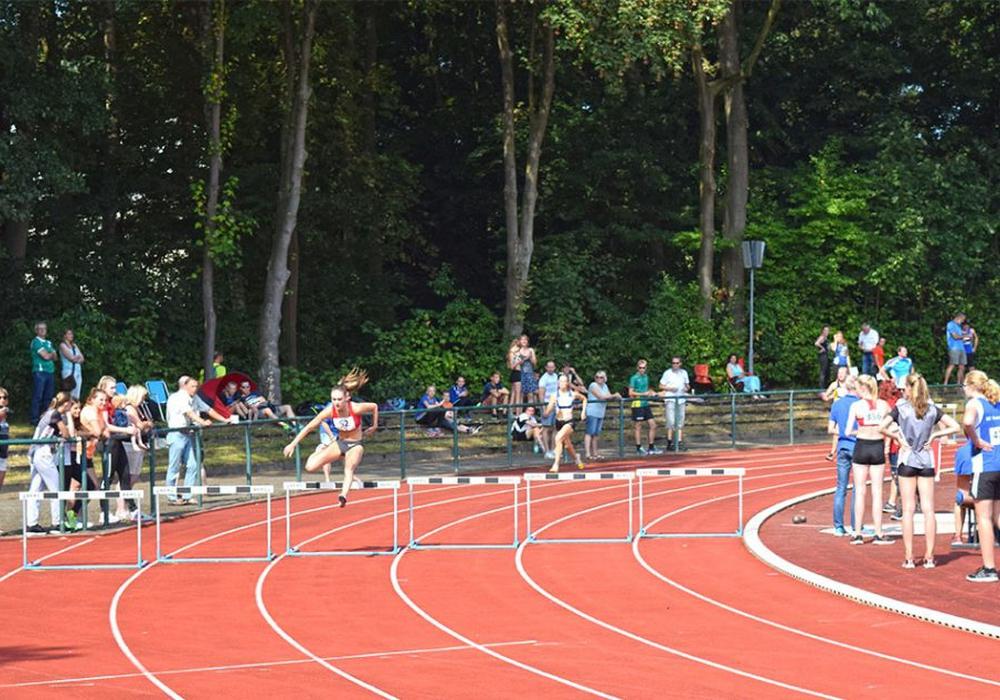 Lea Ahrens konzentriert sich auf die 400 Meter Hürden. Foto: Kathrin Feyerabend