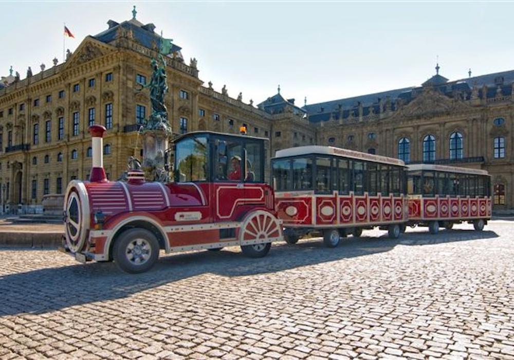 """Die AfD-Stadtratsfraktion könnte sich eine solche """"Bimmelbahn"""" zur Belebung der Wolfenbütteler Innenstadt vorstellen. Foto: City Train GmbH, Regensburg"""