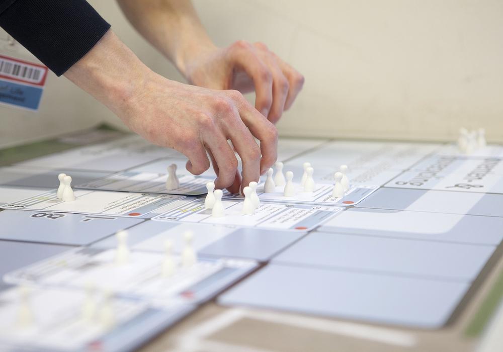 Mit dem Planspiel einen spielerischen Blick in die Arbeitswelt der Zukunft werfen. Foto: Florian Röske/TU Braunschweig