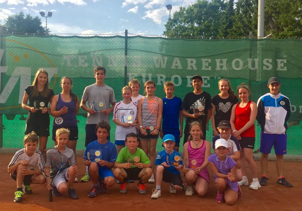 35 TeilnehmerInnen konnten die Vereinsmeisterschaften der Jugendlichen im Tennis beim MTV Wolfenbüttel auf den Court bringen. Foto: Privat