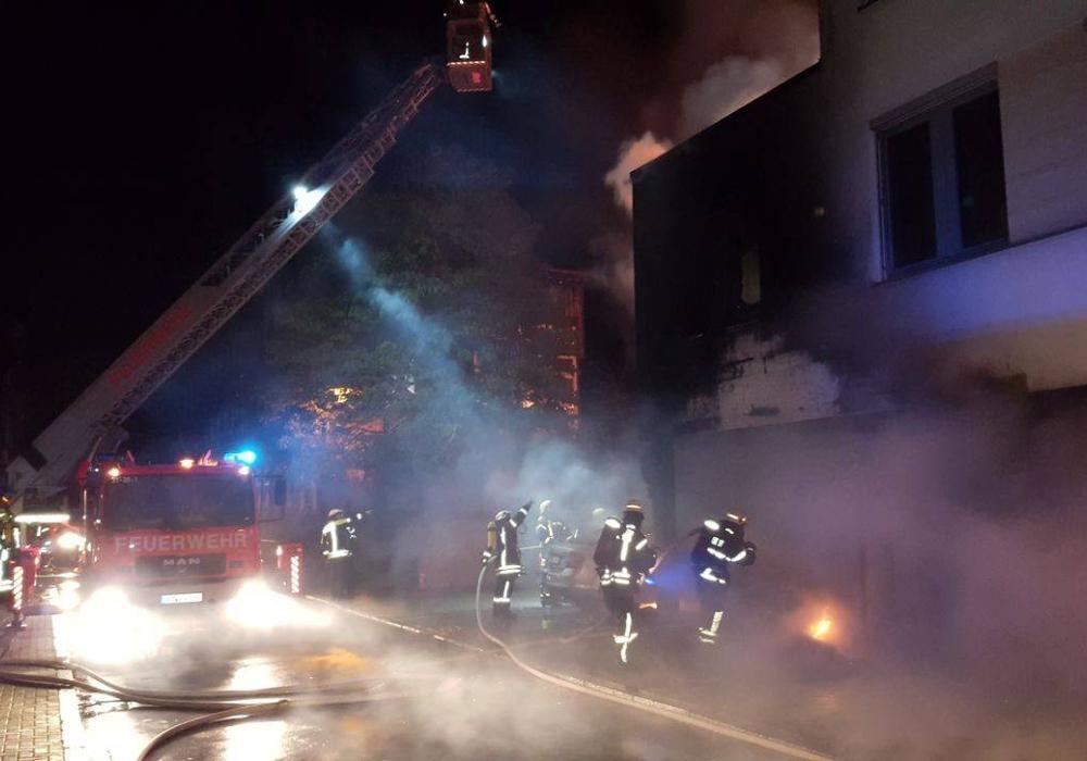 Während eines Pressegesprächs am Freitag gab die Polizei weitere Informationen zur Brandnacht bekannt. Foto: Anke Donner/Nick Wenkel