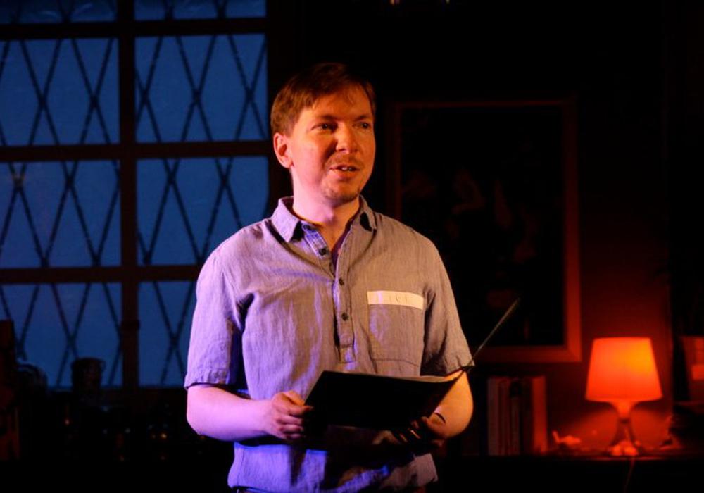 Volker Wendt (im Bild) bringt zusammen mit Jogi Schnaars Musik und Lyrik auf die Bühne. Foto: Privat
