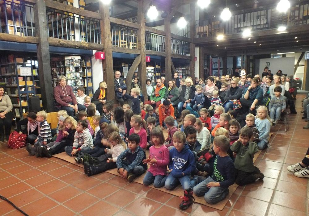 Puppentheater in der Stadtbücherei Peine. Foto: Privat