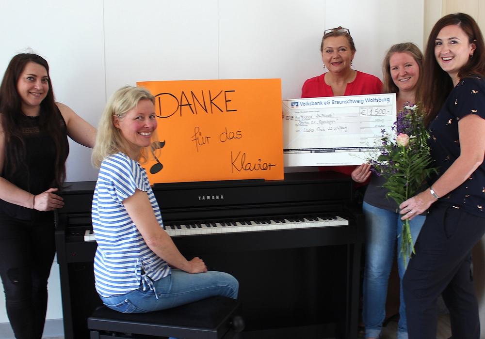 Emine Sütlü, Martina Wöhler, Reinhild Zenk, Irene Helm und Yvonne Nehlsen (v. li.). Foto: Klinikum Wolfsburg