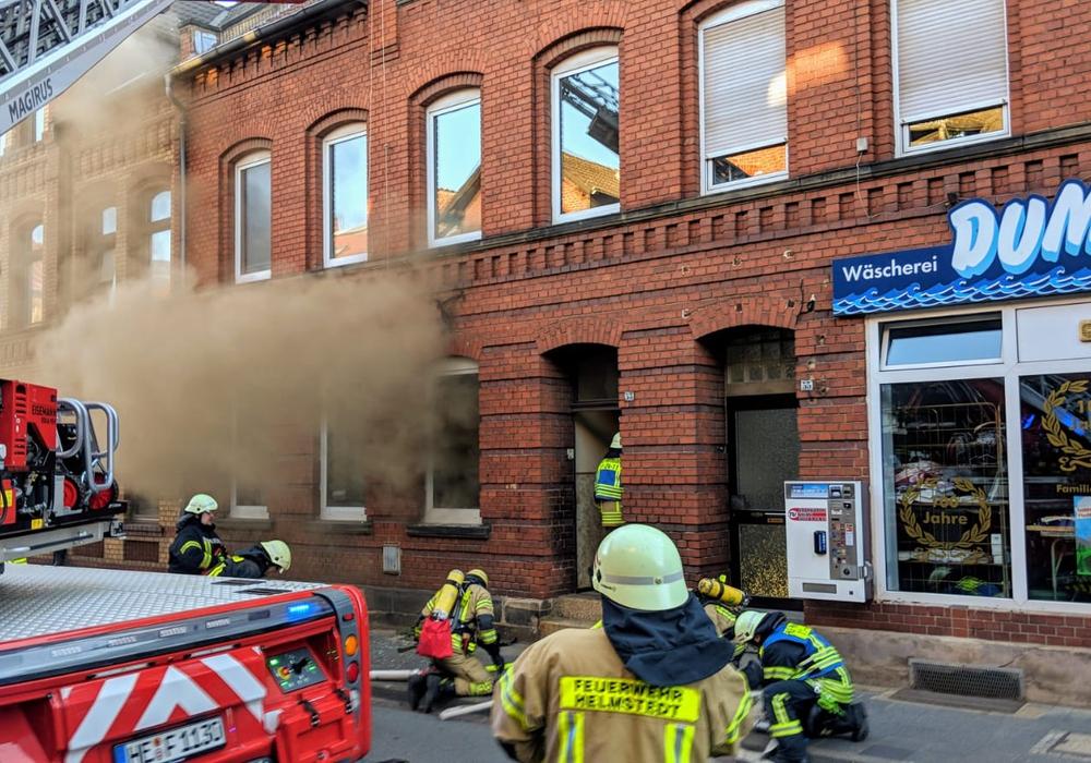 Zuerst war noch unklar, ob sich in dem Gebäude noch Personen aufhalten. Fotos: Feuerwehr Helmstedt